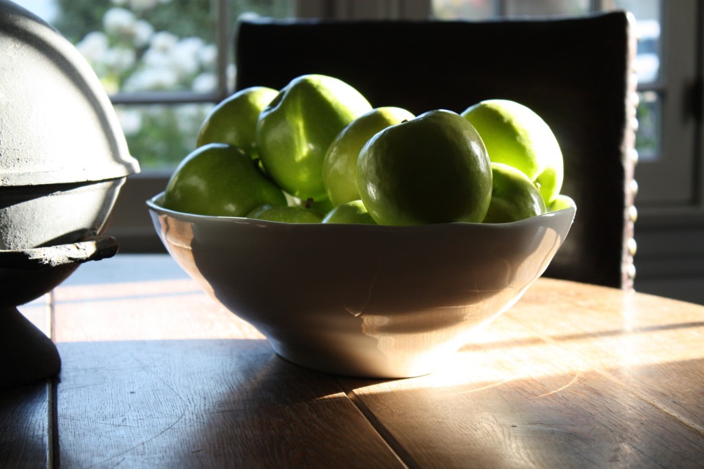l&l at home - green apples on wood table - image by L for l&l life, linenlavenderlife.com
