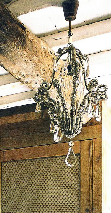chandelier, rustic wood beam - image via cote sud aout-sept 2003 - as seen on linenlavnederlife com