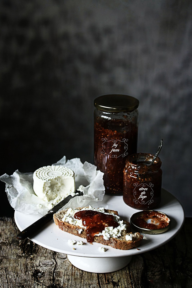 figs_jam_photography_and_styling_by_M_nica_Pinto_her_blog_Pratos_e_Travessas_blogspot_s8_as_seen_on_linenandlavender.net