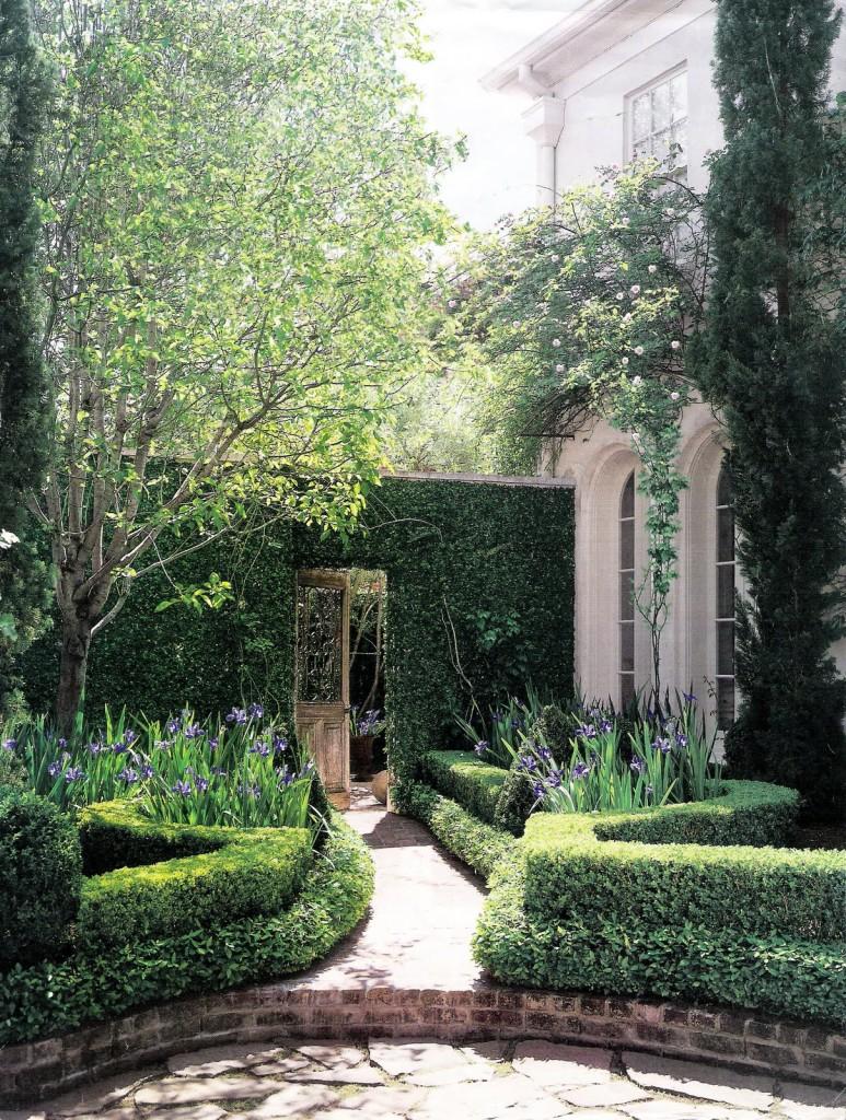 image 5 - Landscape Architect:  Danny McNair Pierce Residence as seen on linenlavenderlife.com
